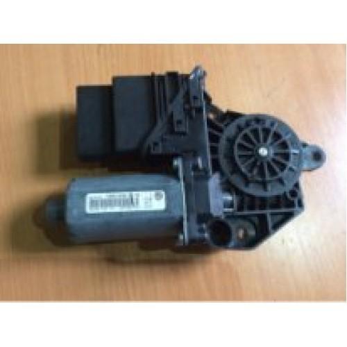Моторчик стеклоподъемника задней правой двери (5M0839402A)