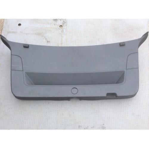 Обшивка крышки багажника (хетчбэк)