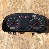 Панель приборная 1.4 V16 бензин Volkswagen Golf IV 1J0919860 MMO