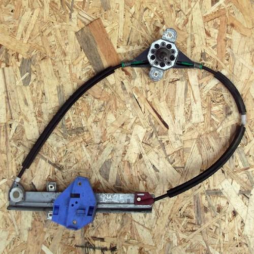 Стеклоподъемник механический задней правой двери Ford Mondeo II 93BBF27000A