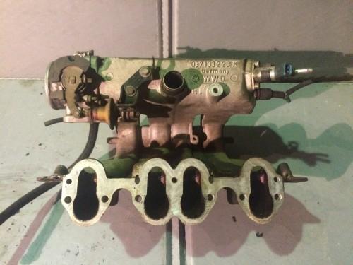 Впускной коллектор 2.0 бензин, 2E (037133223K)