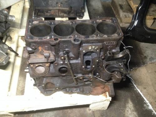 Блок двигателя (картер) 2.0 бензин, GTI, 16V, ABF (048103021D)