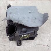 Корпус воздушного фильтра 1.8 бензин Audi A4 B5; Volkswagen Passat B5; 06B133837B, 058133843