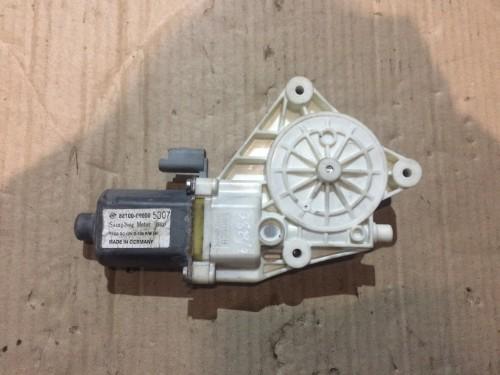 Моторчик стеклоподъемника передней левой двери SsangYong Kyron 8810009000