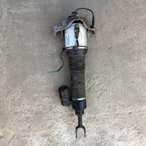 Амортизатор подвески передний правый (3D0616040AC)