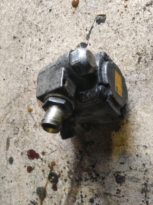 Насос гидроусилителя руля (ГУР) MAN TGA E3