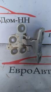 Петля двери (завес) левой верх/низ Volvo FH4, FM 82319029